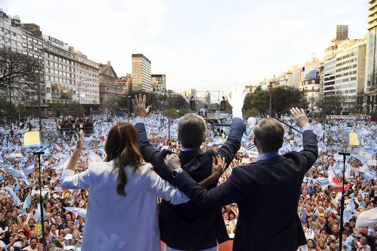 Ante una multitud en el Obelisco Macri pidió no volver al pasado