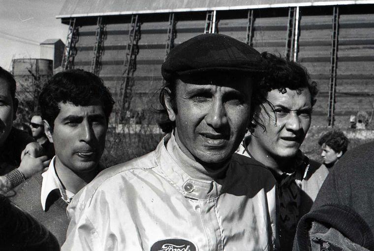 FOTO: Estéfano y su Falcon, afondo en el Gran Premio '73. Gent. Alejandro de Brito
