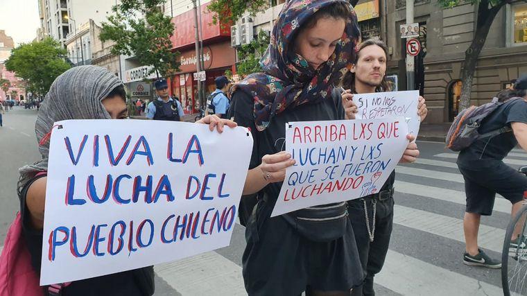 Incidentes frente al Consulado de Chile, agredieron a periodistas