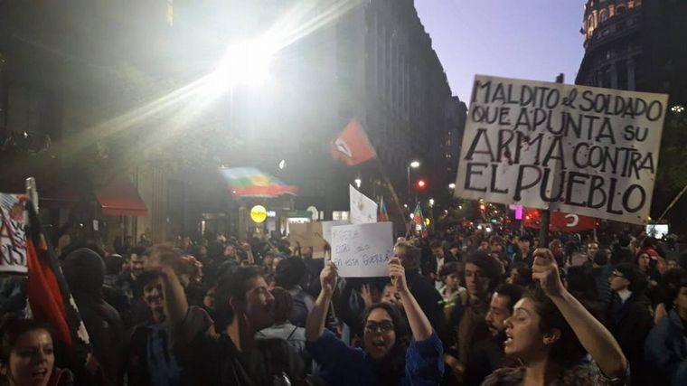 Enfrentamientos frente al Consulado de Chile en Buenos Aires dejaron nueve detenidos