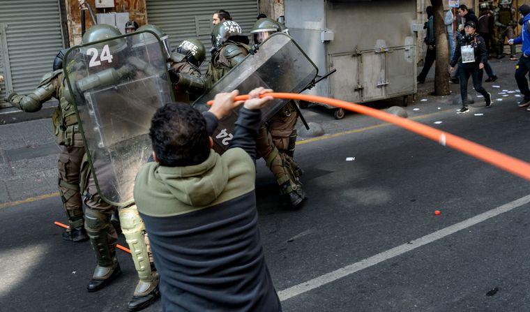 FOTO: Santiago, Chile: La gente se manifiesta en el quinto día consecutivo
