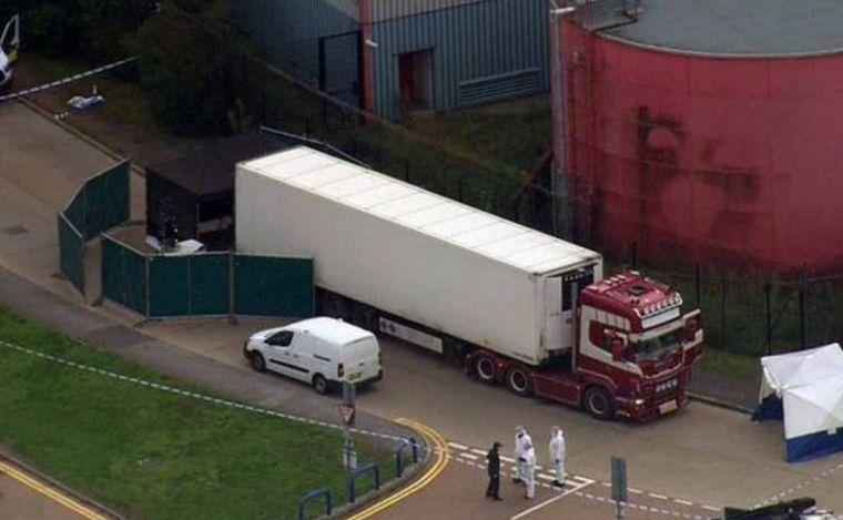 Encuentran 39 cuerpos en un camión al este de Inglaterra