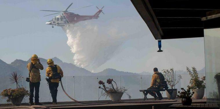 AUDIO: Evacuados por un incendio sin control en California