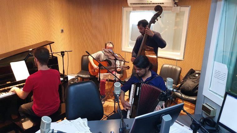 AUDIO: La Característica Orquesta adelantó su show