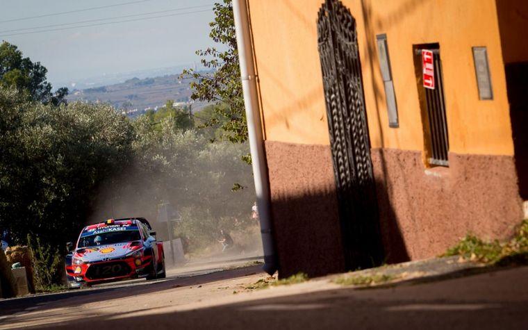 FOTO: La victoria en los tramos de Savallà y Querol promovió al belga delante de Loeb