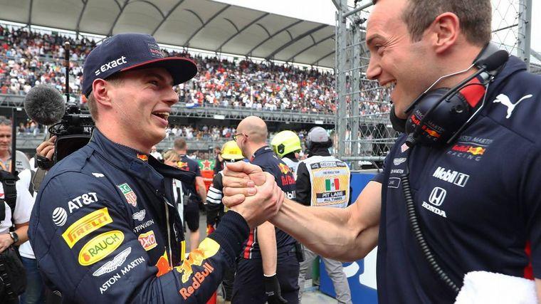 FOTO: Festejos en Red Bull Racing, no se esperaba que batieran a las Ferrari