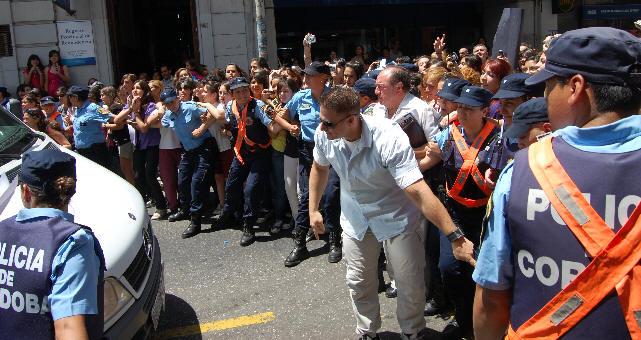 http://www.cadena3.com/admin/playerswf/fotos/ARCHI_60449.jpg