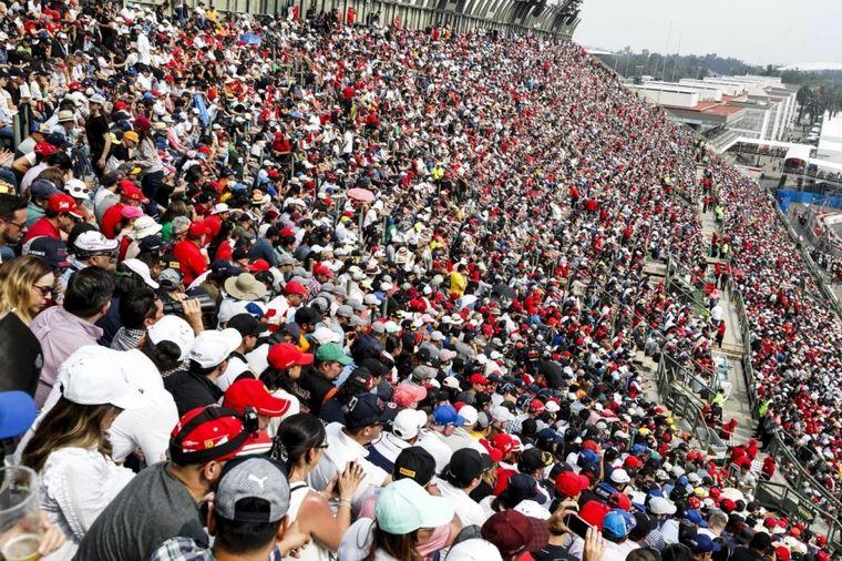 """FOTO: """"Calaquitas"""" danzarinas para la previa del GP de México"""