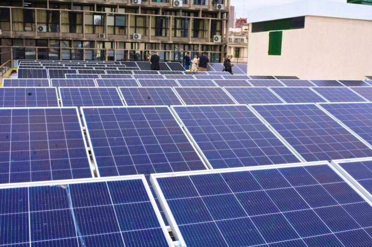 FOTO: Oaneles solares que generan energía en la Municipalidad de Córdoba