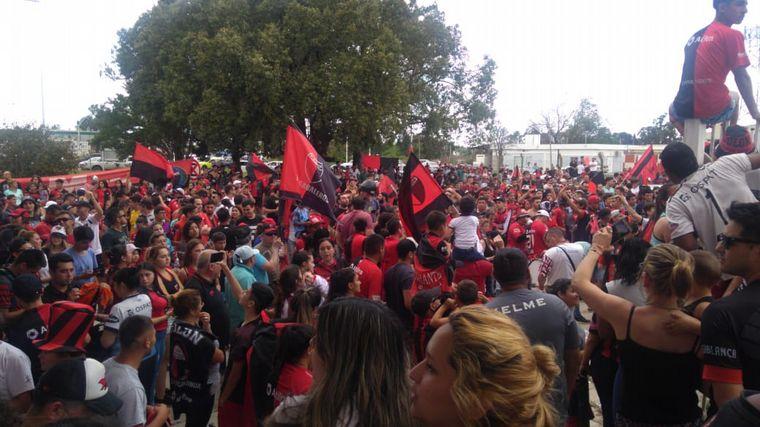 AUDIO: Caravana despide a Colón que partió ilusionado a Paraguay (Por Matías Arrieta)