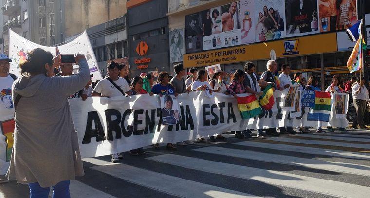 FOTO: Movimientos sociales marchan al Obelisco en apoyo a Evo Morales