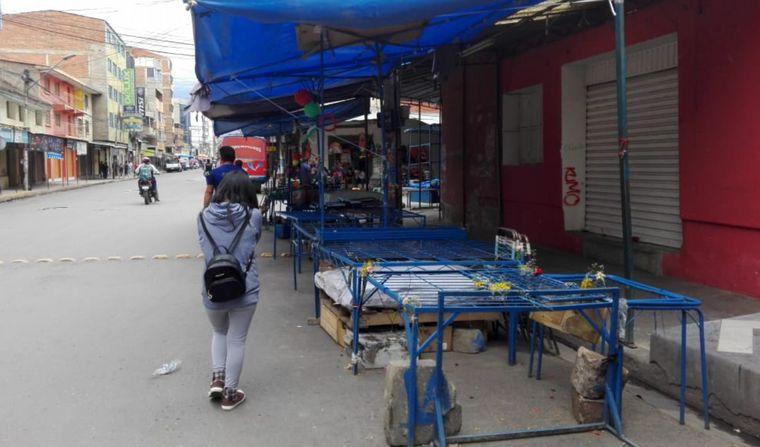 AUDIO: Tensa calma, bloqueos y poca gente en las calles de Cochabamba.