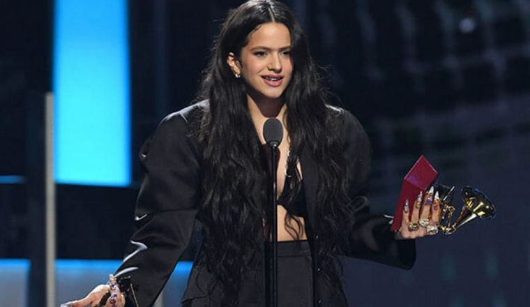 FOTO: Rosalía arrasa en los Latin Grammy