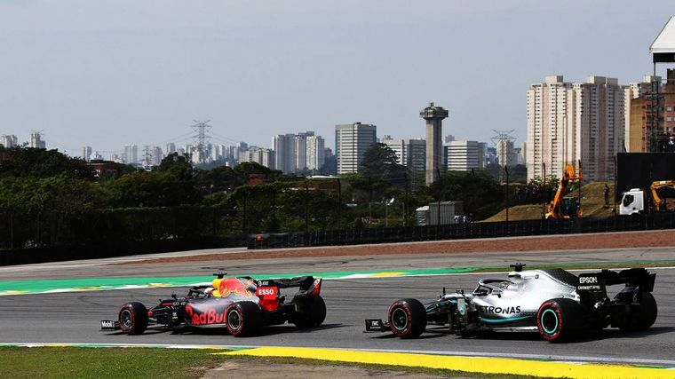 FOTO: Papelón para las Ferrari, se tocaron y se autoeliminaron