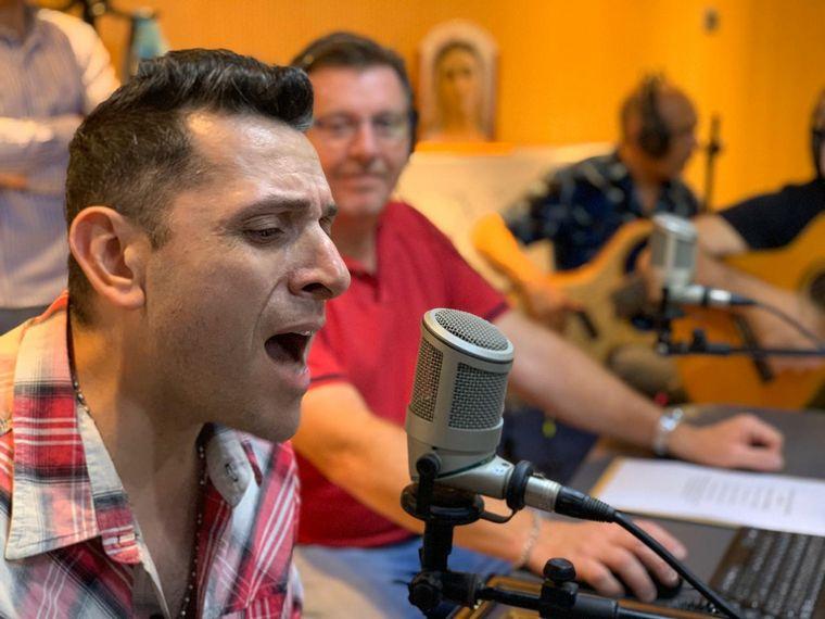 """FOTO: Los Guaraníes presentaron su nuevo álbum """"Despierta Corazón"""" en Viva la Radio"""