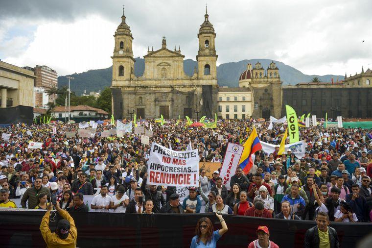 Joven es herido de gravedad durante protestas en Bogotá