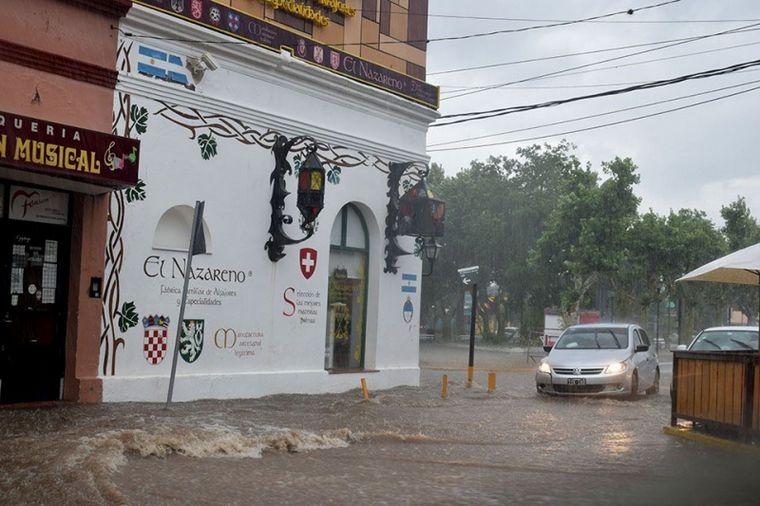 AUDIO: El fuerte temporal en Merlo anegó las calles de la ciudad.