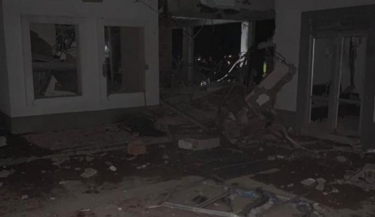FOTO: Policías muertos en explosión frente a comisaría de Colombia.