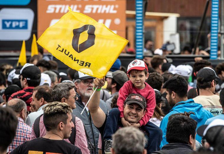 """FOTO: Renault Sport Argentina cerró el título de """"equipos"""" con Pernía y Ardusso en el podio"""