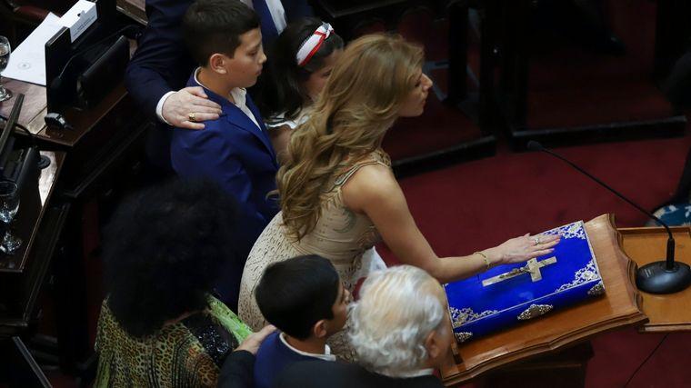 FOTO: La senadora santiagueña, Claudia Ledesma, jura en la Cámara Alta.