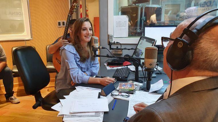 FOTO: Natalia Pastorutti visitó los estudios de Cadena 3.