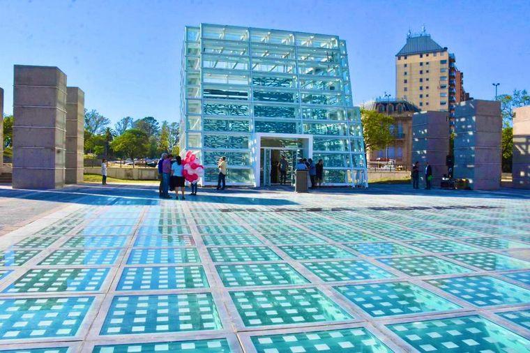 AUDIO: Mestre presentó las obras del edificio de Plaza España (por Juan Pablo Viola)