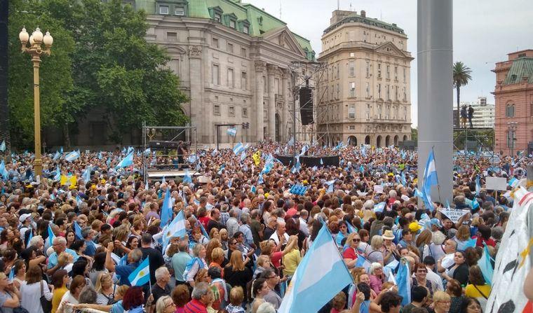 FOTO: Despedida de Mauricio Macri en Plaza de Mayo.