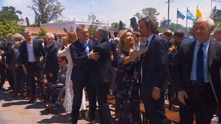 FOTO: Macri y Fernández compartieron una misa en Luján
