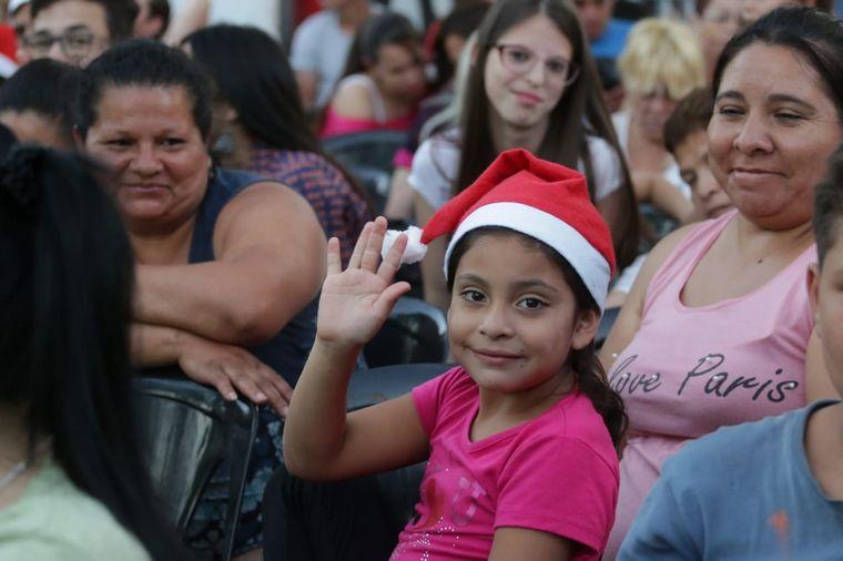 FOTO: El Coro del Teatro San Martín deleitó a todos en el Faro.