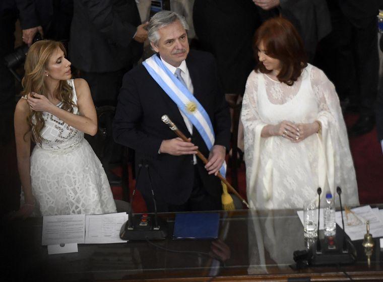 FOTO: Alberto y Cristina, felices tras la toma de juramento.
