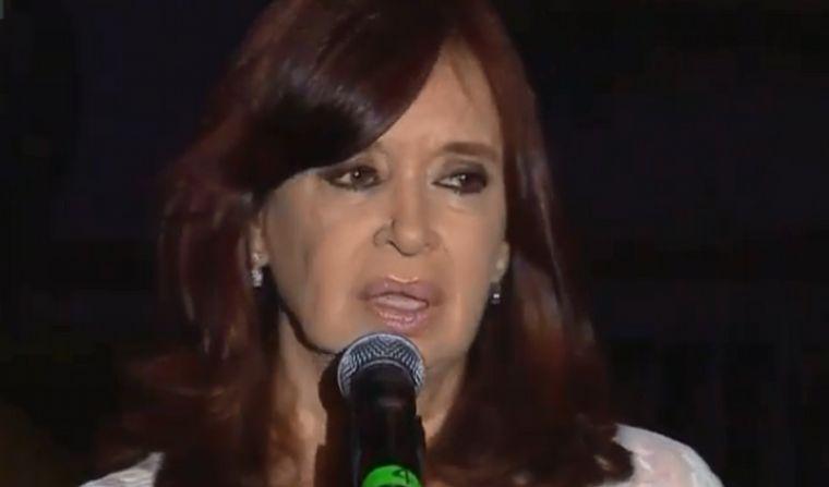 FOTO: Alberto Fernández y Cristina Kirchner hablaron en Plaza de Mayo.