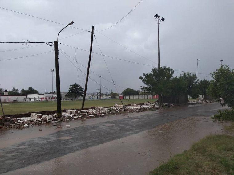 FOTO: Una cola de tornado en Arroyo Cabral ocasionó destrozos.