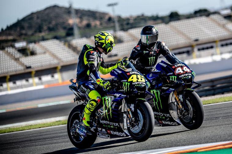 FOTO: Ya están listos para acelerar, Valentino en el Mercedes y Lewis en la Yamaha