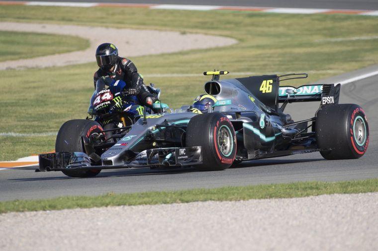 "FOTO: Hamilton vestido de ""MotoGP"""
