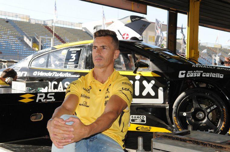 FOTO: Renault es feliz por tercer año consecutivo en STC2000