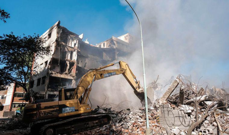 FOTO: Investigan si el incendio en la distribuidora de Mar del Plata fue intencional.