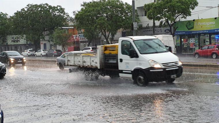 FOTO: Una intensa lluvia en la ciudad de Córdoba.