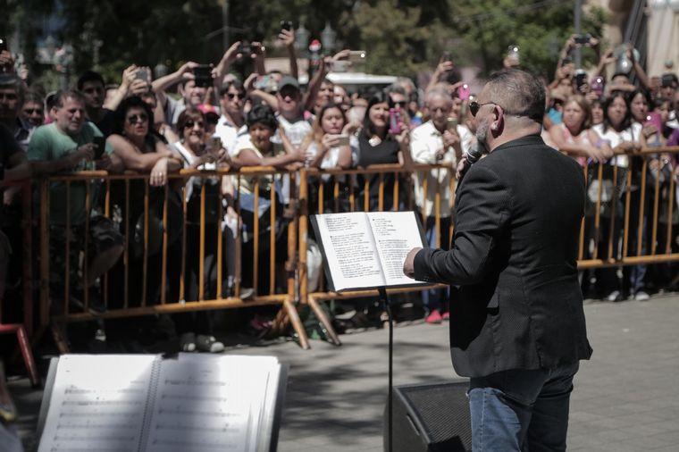FOTO: La Banda de la Policía y el Toro Quevedo brindaron un concierto de Navidad