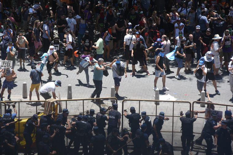 FOTO: Incidentes en la marcha por las reformas a la ley minera.