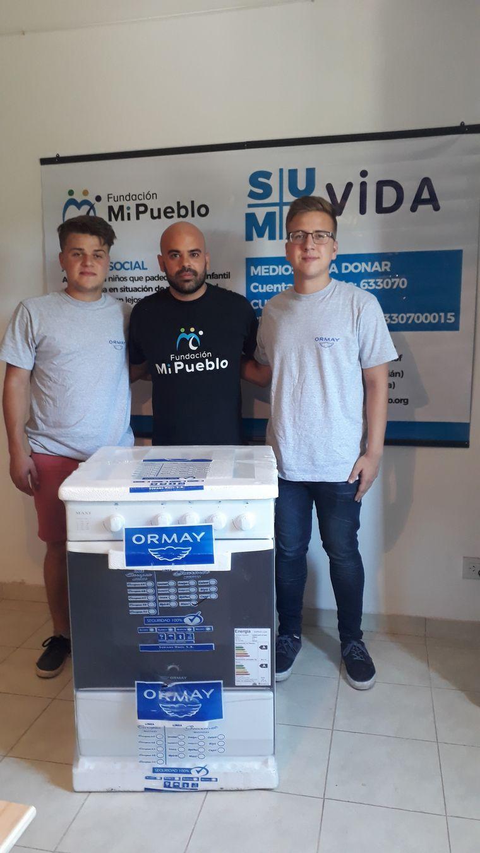 FOTO: Juntos y Viva la Radio sortearon cocinas Ormay.