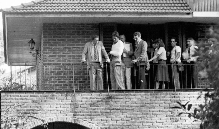 FOTO: Monzón en el balcón donde mató a su esposa.