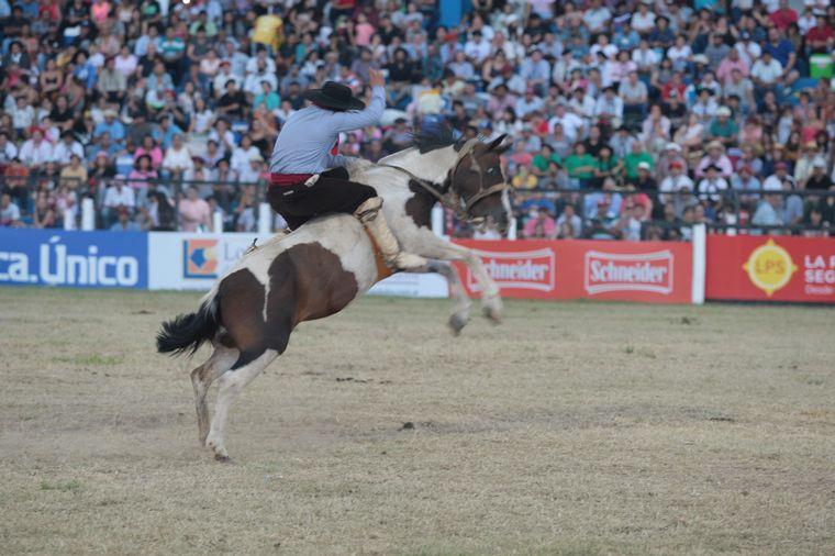 FOTO: Continúa el Campeonato Nacional e Internacional de Jineteada