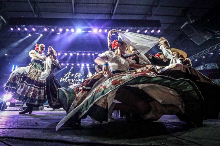FOTO: Kepianco sorprendió con una performance espectacular de carnaval por sus 10 años.