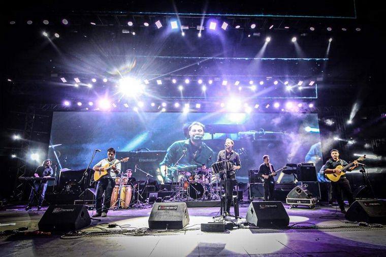 FOTO: Los Umbides llevaron la energía de sus tambores al escenario Martín Fierro.