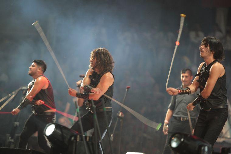 FOTO: Los Umbides energizaron al público al son de los tambores.