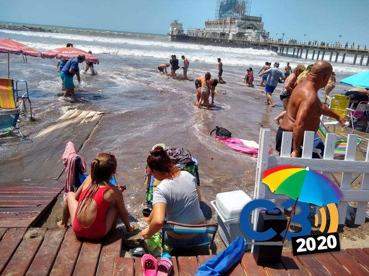 AUDIO: La marea alta consumió parte de la playa en Mar del Plata