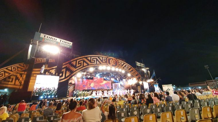 FOTO: El Gran Ballet Argentino abrió la noche en Cosquín