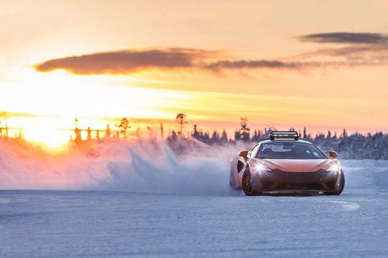 FOTO: Los McLaren 570S formados en el hielo, listos para la experiencia