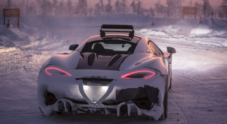"FOTO: El ""drift"" en el hielo la técnica esencial a conseguir"
