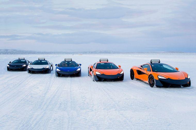 FOTO: Usar toda la potencia de un súper auto en la nieve es la experiencia